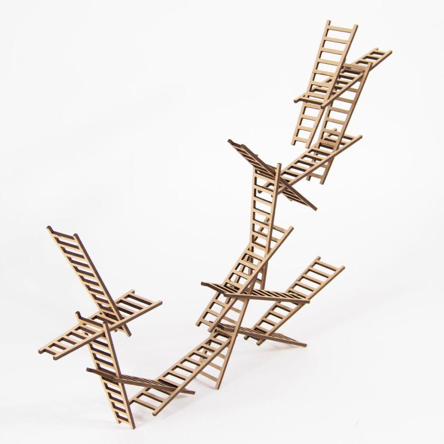 Balance- und Stapelspiel mit 16 Leitern aus Holz