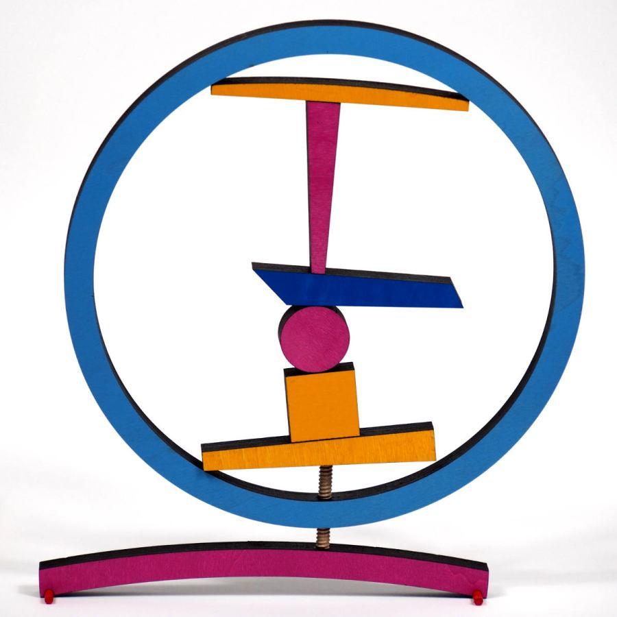 Kreative Holzskulptur mit Ringklemme (Ø 29 cm)