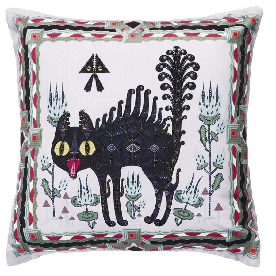 Charming Velvet Sofa Cushion with Scared Cat (50 x 50 cm)