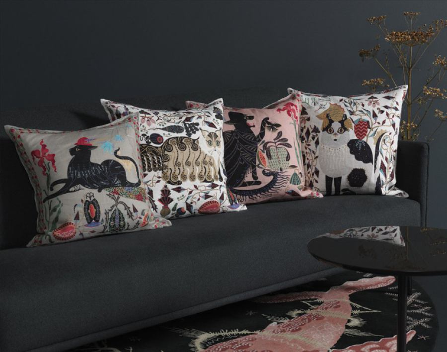Silk-Embroidered Cushion Sleeve 'Putte' (Black) made of Velvet