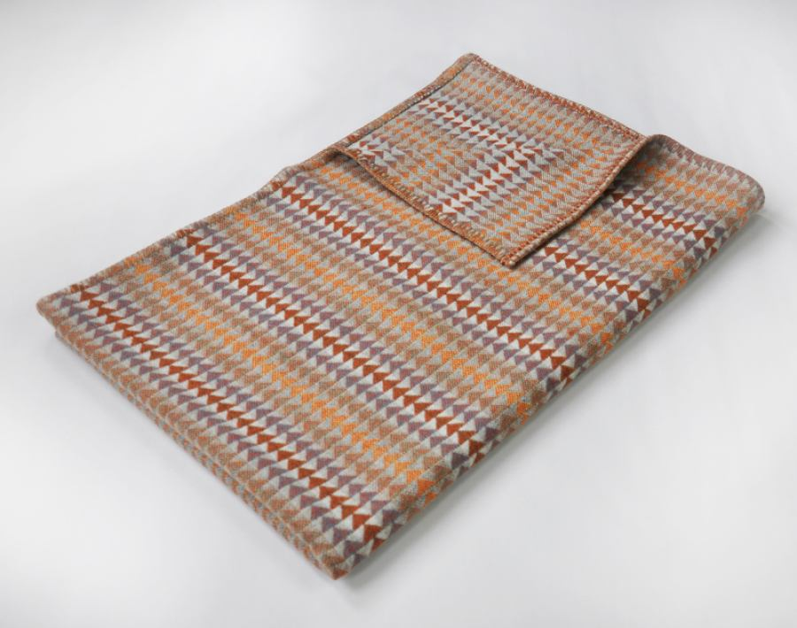 Orange pattern: Jig throw woven of 100 % Merino lambswool | Kunstbaron