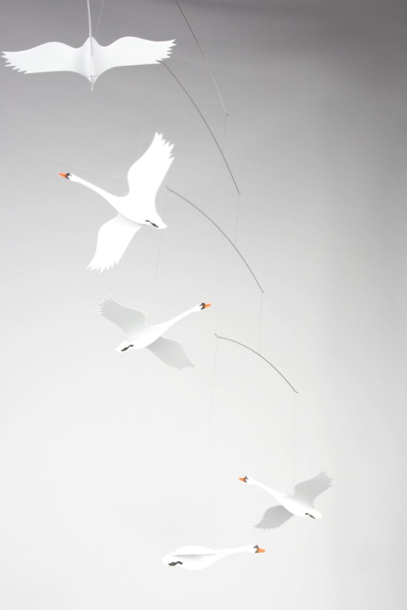 Skandinavian Swans - Mobile for babies and children by Flensted | Kunstbaron