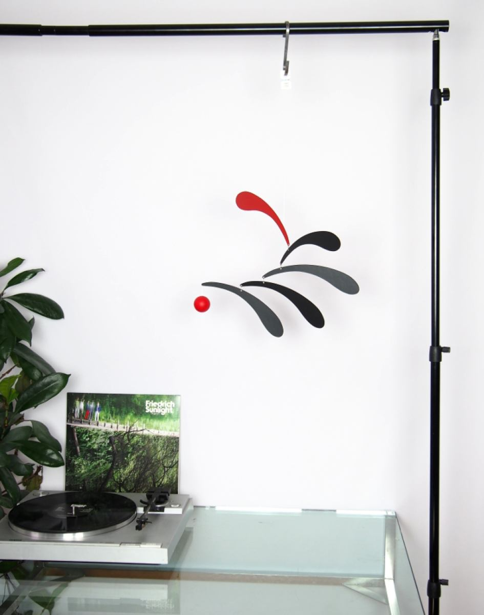 Mobile Flowing Rhythm (Red) by Flensted Mobiles | Kunstbaron