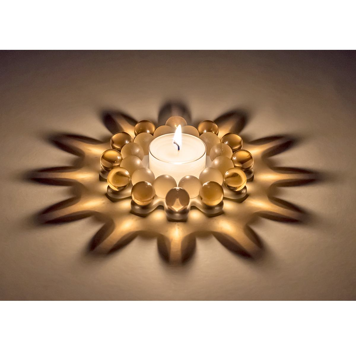 "Tealight Candler Holder ""Glass Bead Star"" with Beautiful Light Refraction – Whisky"
