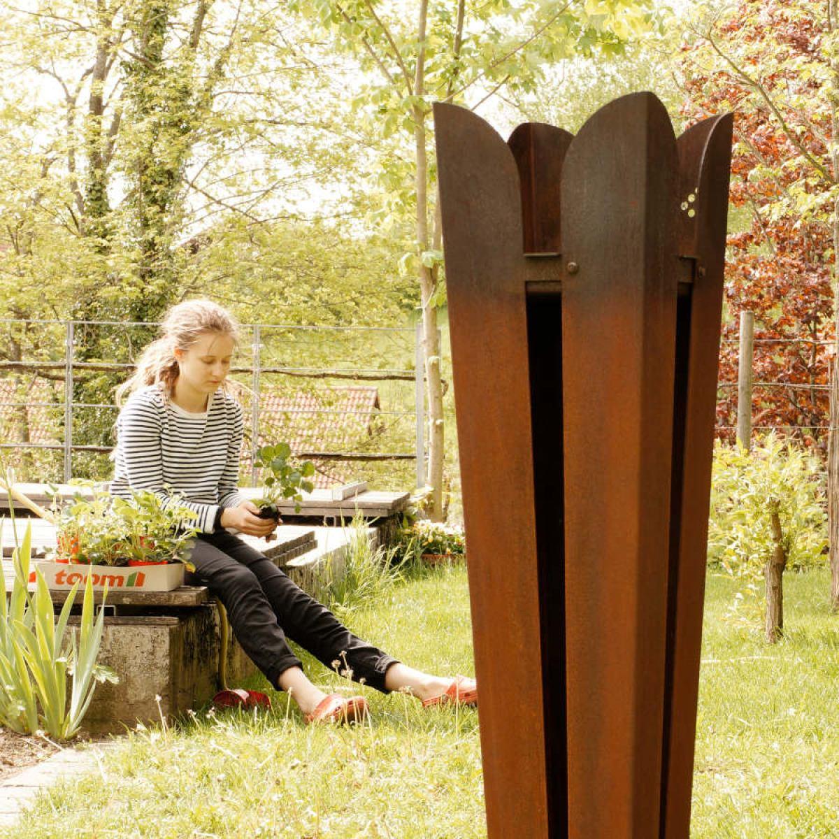 Skulpturale Feuerstelle Gartenfackel aus wetterfestem