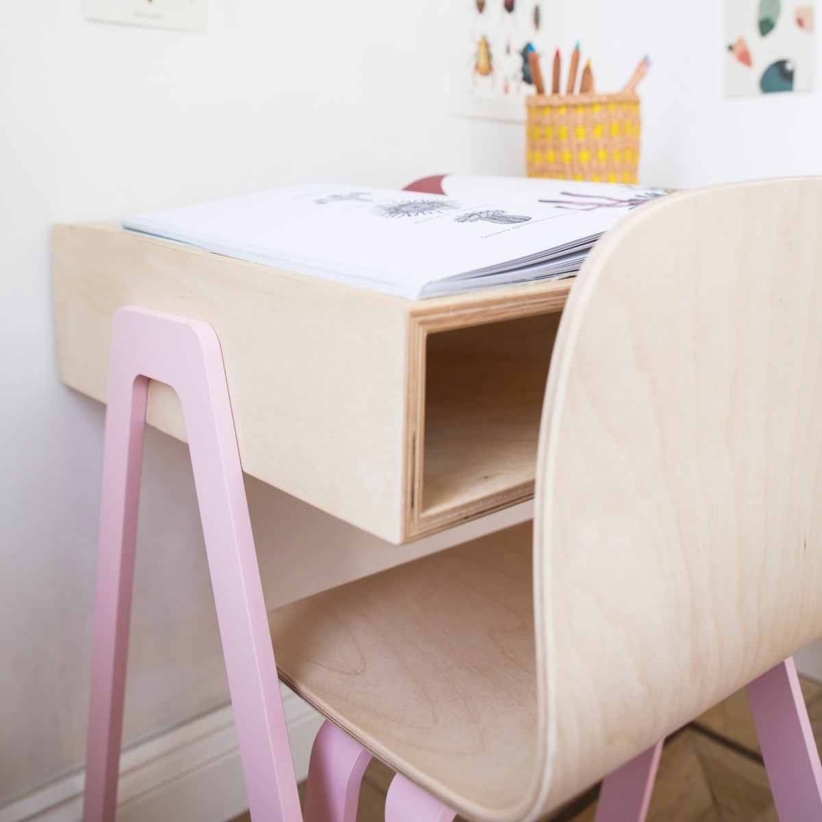 Large children's desk for ages 6 to 10