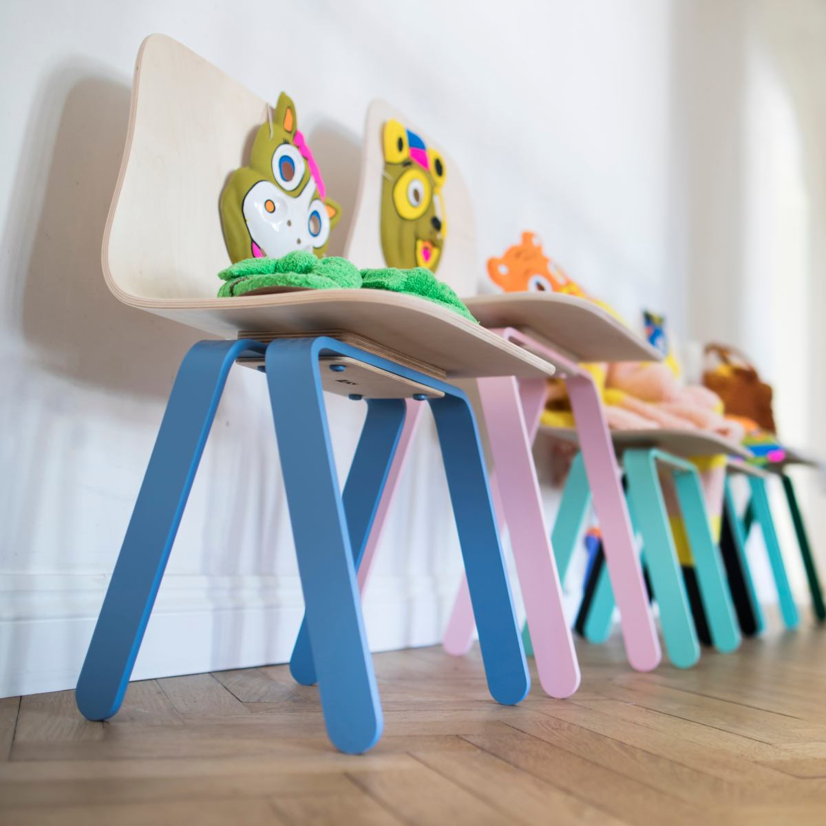 Small oldschool children's chair for ages 2 to 6